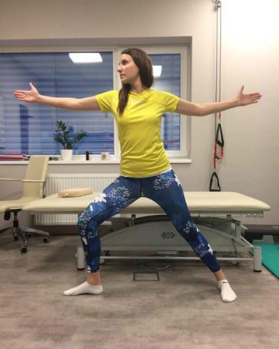 Pozice bojovníka, cvik - léčebné metody fyzioterapie Kinisi Praha
